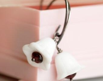 white vintage glass flower garnet silver earrings