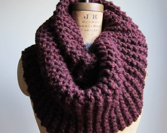 Super Snuggly Chunky knit cowl Oxblood Infinity scarf. Burgundy.
