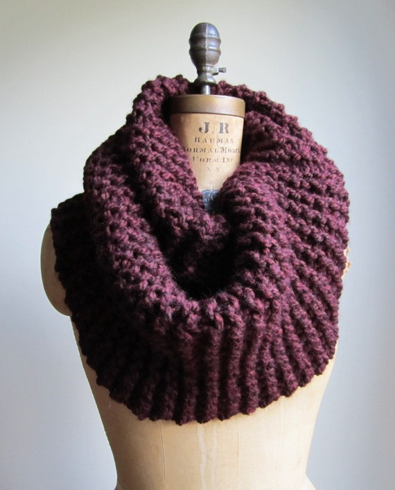 Super Snuggly Chunky knit cowl Oxblood Infinity scarf. Burgundy.READY to SHiP.