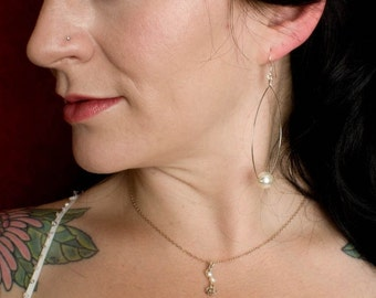 Simple and delicate drop bridal necklace