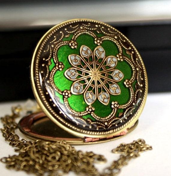 Green Necklace, Flower Necklace, Picture Locket, Vintage Locket, Enameled Locket, Wedding Necklace, Bridal Gift, Bridesmaid Necklace