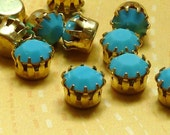 12 Vintage Glass Jewels in Crown Settings - Turquoise (44-16F-12)