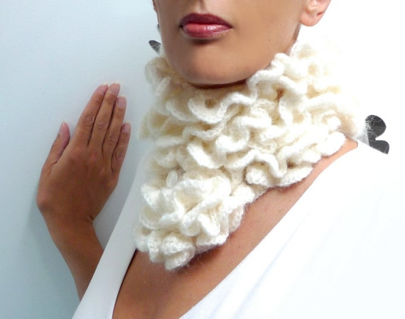 Crochet Ruffled Scarf - White Bohemian Scarflette - Romantic Neckwarmer - LITTLE PIERROT (extra long)