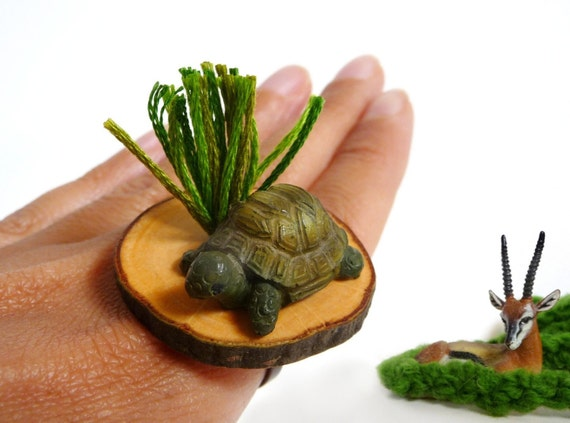 Adjustable Wood Slice Ring with Turtle in the Grass - MISS TURTLE