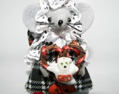 Boo Grapevine Wreath Mouse..one of the cute felt Halloween Mice by Warmth