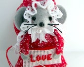 Cissy..A Loving Needlepointing Mouse