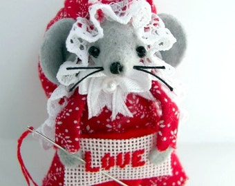 Valentine Mouse Felt Mouse Needlepoint Mouse Love Mice Valentine Gift Red