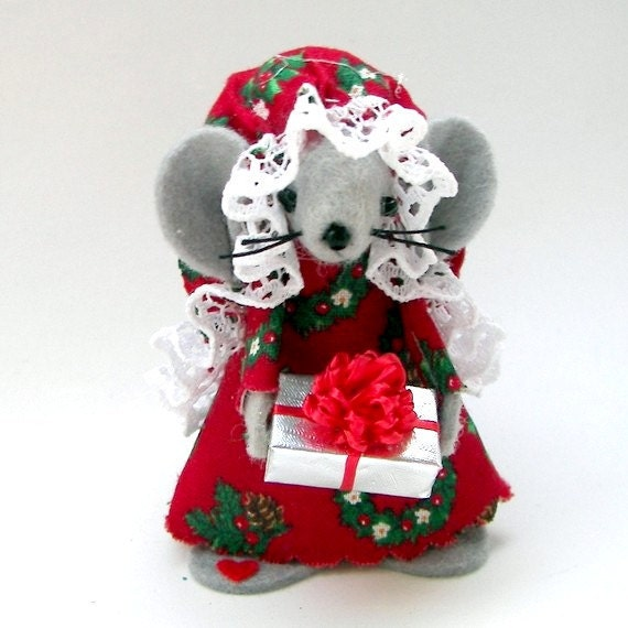 Christmas Ornament Gift Giver Mouse Felt Mice Holds Miniature Gift Sweet Tree Ornament