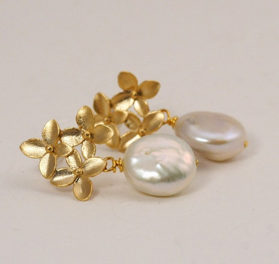 Ivory Pearl and Gold Bouquet Post Earrings