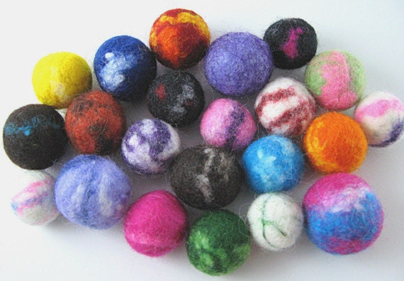 Learn how to make your own felted wool beads - PDF Tutorial