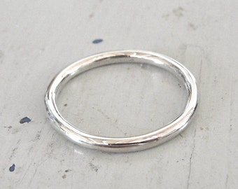 smooth sterling silver men's round wedding band or stacking ring  (in your size) by kimberly nogueira