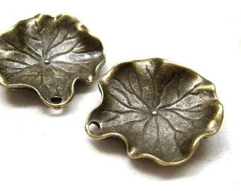 4pcs Antique bronze lily pad leaf charm CH406