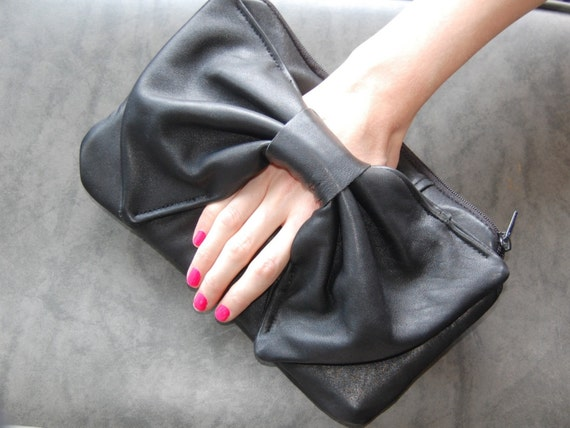 ECO FRIENDLY LARGE BOW CLUTCH - black leather