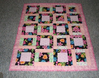 BABY GIRL BRIGHT FLORAL QUILT