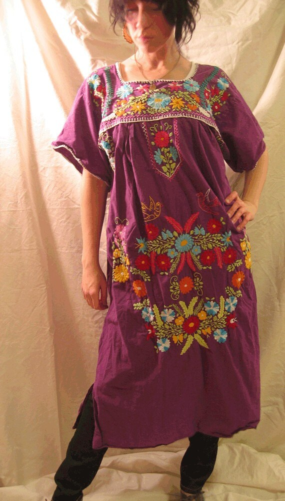70s Vintage Boho Elisita Purple Embroidered Trapeze Dress