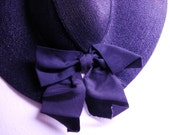 SALE....vintage 1940s hat  black Straw bow Cartwheel sun hat