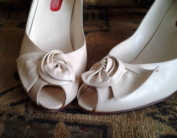 Vintage Cream High Heels with Bows by Bandolino 9N Wedding