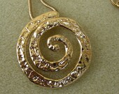 Gold chain necklace with s hammered swirl spiral gold pendant