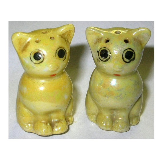 Vintage S & P Shakers Lusterware Big Eyed Kitty Cats 1940s