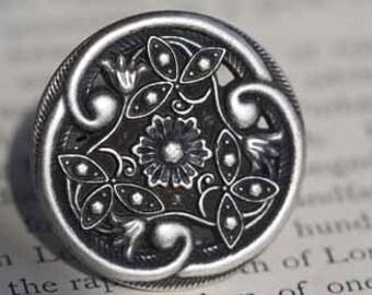 La Dolce Vita Vintage Inspired Ring Livin Large