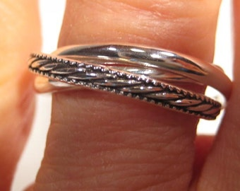 Petite Rope and Plain Band ... 3 Band Rolling Ring ... Sterling Silver ... CooL ...