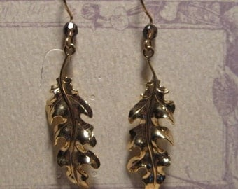 14 kt Gold Oak Leaf Earrings   ....   E61