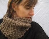Kiwi and Company's Chunky Knit Shaped Cowl Pattern PDF - EASY