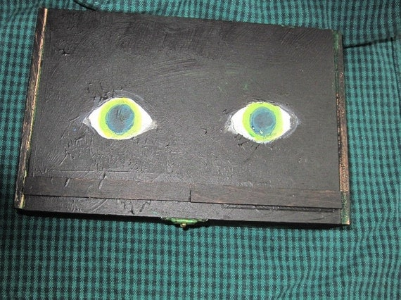 Cat eyes wood box