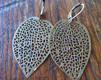 Leaf Earrings // Leaves Earrings // Antique Leaf Earrings //- Brass Leaf Earrings