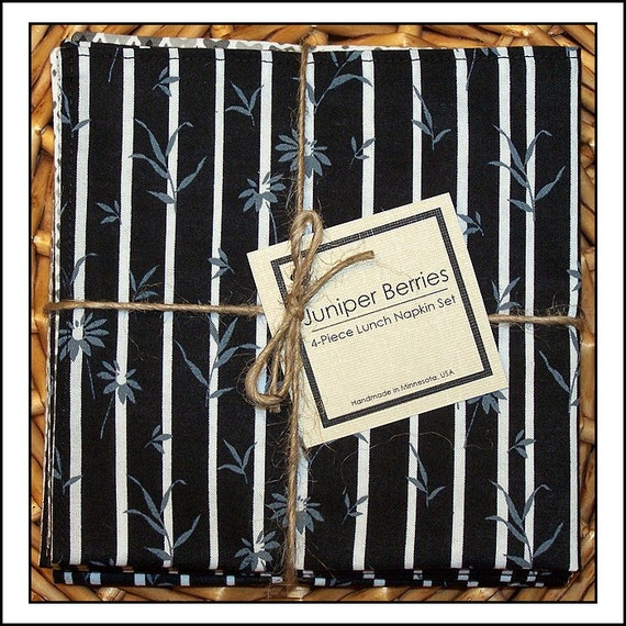 Black and White Scatter Floral Reversible Cloth Lunch Napkin Set