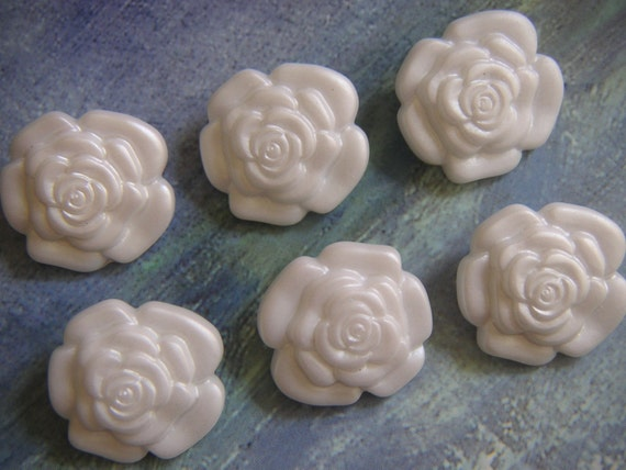 Pearly White Realistic Molded Roses, 3/4 Inch