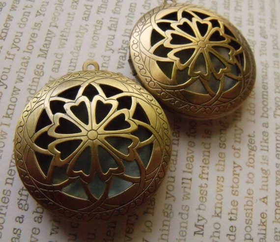 Brass Ox 32mm Lockets with Compass Rose Cutout Top 2 Pcs