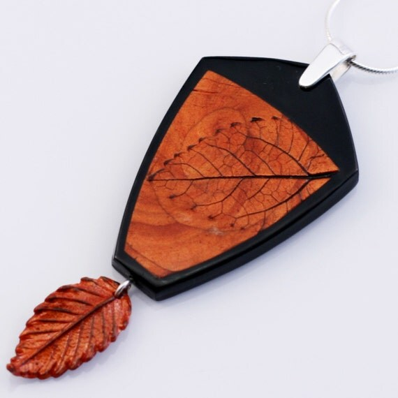 Sleek Autumn Style Pendant and necklace