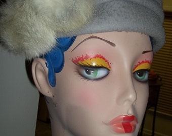 UTTERLY Chic Vintage Light Gray Knubby Wool Vintage Hat w/ Fur Puffs
