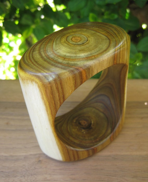 Wood Bangle - Sumac Bracelet - Size Small - Amazing Grain - Square Rounded Wooden Jewellery - Canada - Sustainable - Green - Sapwood
