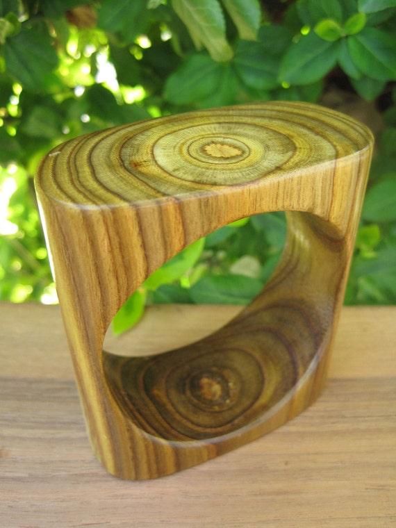 Wood Bangle - Sumac Bracelet - Size Small - Amazing Grain - Square Rounded Wooden Jewellery - Canada - Sustainable - Green - Sapwood