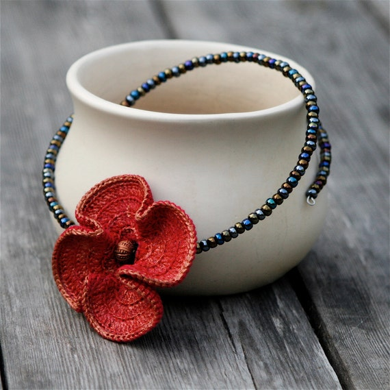 Poppy collection - Choker with crocheted poppy