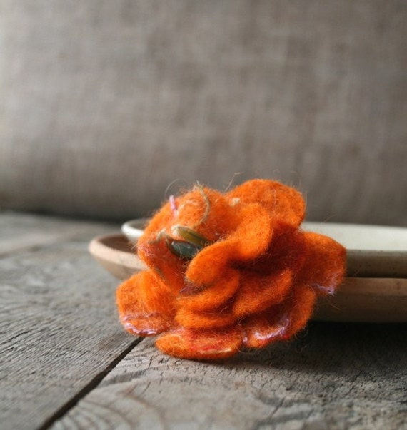 Reincarnation of the scarf \/ felted brooch No9