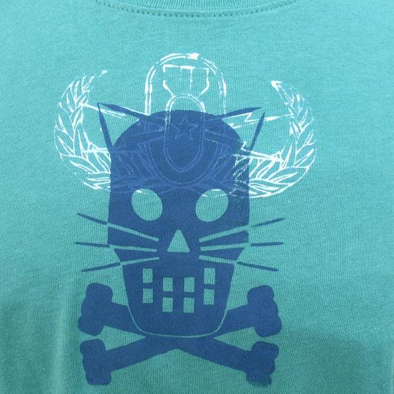 SUPER KITTY Crossbones with wings - green tshirt 2X Plus  white wings bomb Women's kitty tshirt