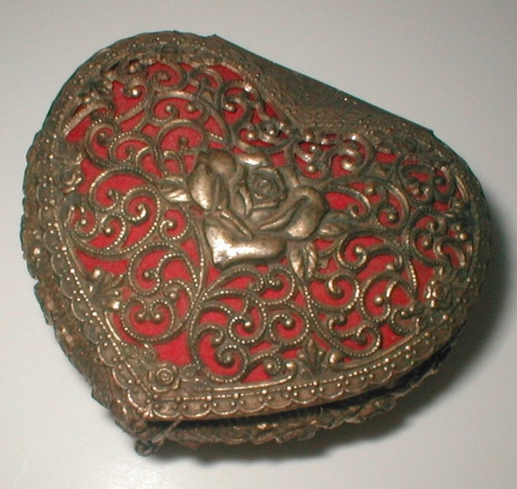 Hearty Heart Box - Trinket Casket  -  Vintage 70s Silver Plated Red Velveteen Lining