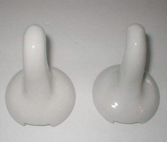 1920s porcelain deco towel and robe hooks chinawhyte j h for Ceramic towel hooks for bathrooms
