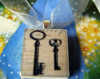 Scrabble tile pendant, Les CLEFS/Keys, in hand painted gift box, Scrabble pendant, Scrabble tile pendant, charm, necklace