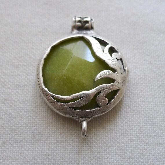 Leaf Fretwork Jade Connector Pendant Silver Plated, OLIVE