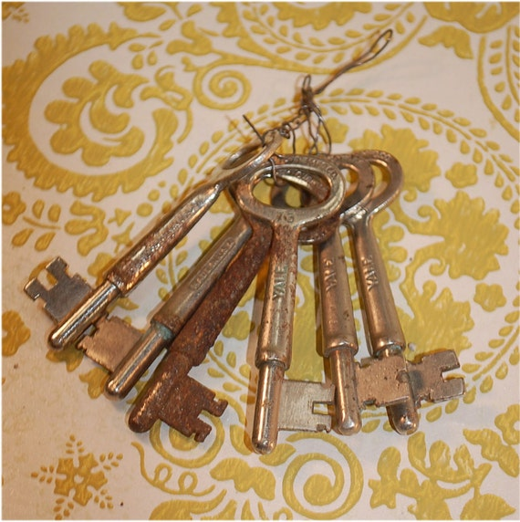 6 Vintage Skeleton Keys one rusty