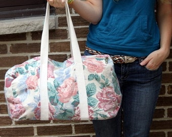 Pink Rose and Periwinkle Flower Duffel Bag . 1980's travel duffle . floral cloth duffel bag . 80s 90s 1990s