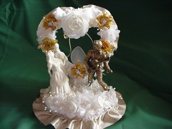 elvis wedding cake topper items similar to elvis wedding cake topper gold on etsy 14010