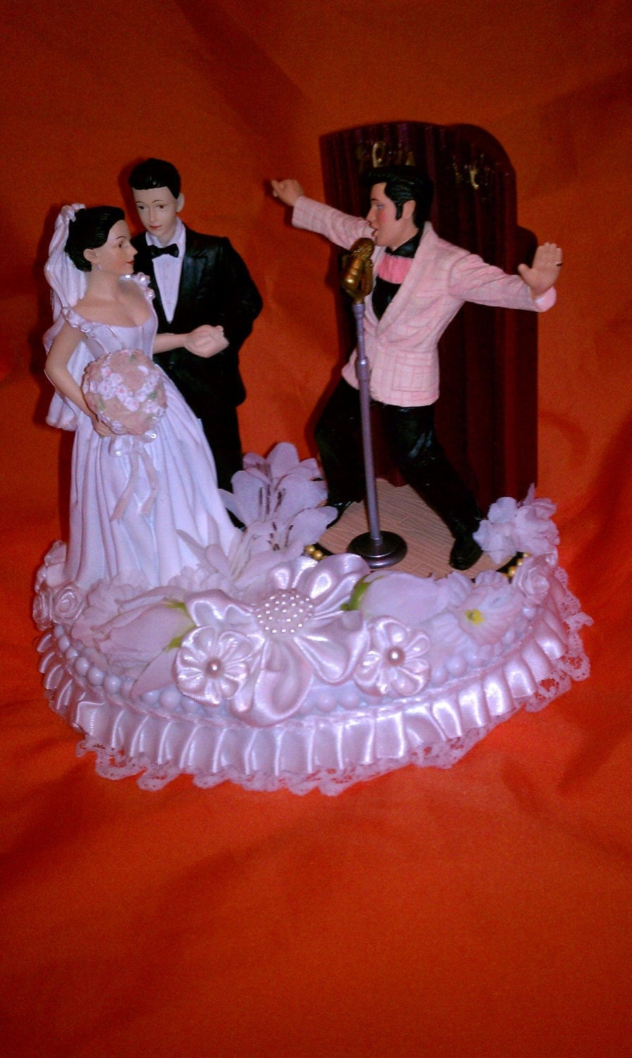 elvis wedding cake topper elvis wedding cake topper in and all shook up 14010