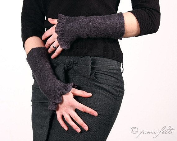 Chic Ruffled Grey Fingerless Warmers - Silk and softest wool - Special Occasion