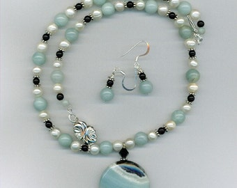 Amagonite Pendant with Freshwater Pearl Necklace Set