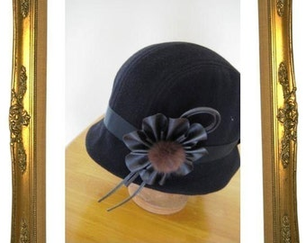Cloche hat sewing pattern medium size - black cloche